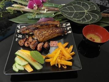 Schweinerippchen mit Sate und Currywurst - Rezept