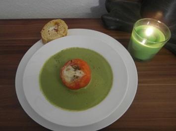 Basilikum-Schaum-Süppchen mit Tomaten-Mozzarella-Töpfchen - Rezept