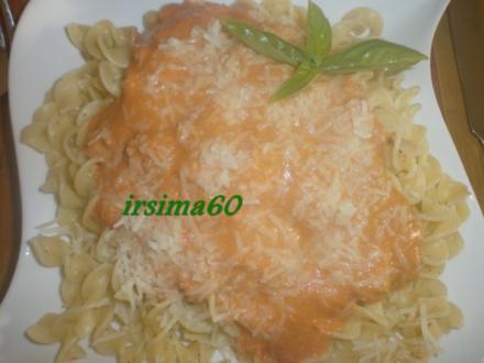 Nudeln mit Frischkäse – Tomatensoße - Rezept