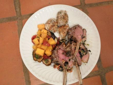 Gegrilltes Lammkarree, Gemüsetrio aus Butternut, Tomaten, Auberginen, Miliepap-Bällchen - Rezept