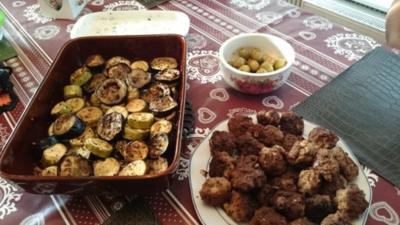 backofenauberginen-zucchini mit knobicreme und lammhackbällchen - Rezept