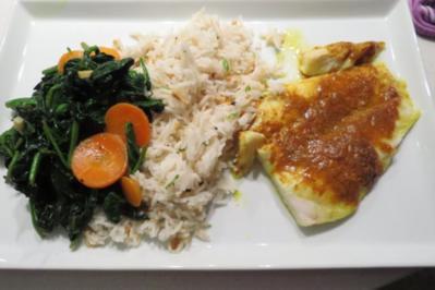 Fischfilet mit Erdnussreis und asiatischem Spinatgemüse - Rezept