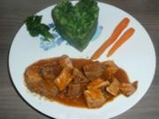 Grünkohl - Kartoffelstampf mit Gulasch und Karotten ! - Rezept