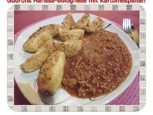 Hackfleisch: Harissa-Bolognese mit Kartoffelspalten - Rezept