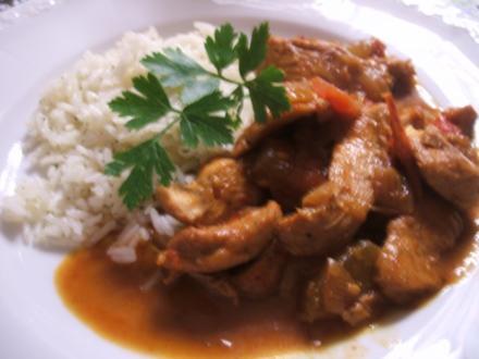 Geflügel: Hähnchen-Geschnetzeltes in Schmorgemüse mit Kräuter-Butter-Reis - Rezept