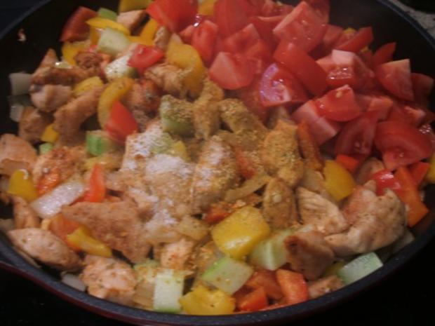 Geflügel: Hähnchen-Geschnetzeltes in Schmorgemüse mit Kräuter-Butter-Reis - Rezept - Bild Nr. 8