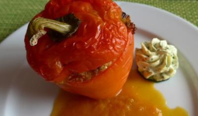 Paprikaschote gefüllt mit Quinoa auf einer Kürbissoße - Rezept