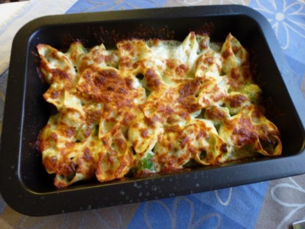 Conchiglioni gefüllt mit würzigem Rosenkohl und mit Käse überbacken - Rezept - Bild Nr. 2