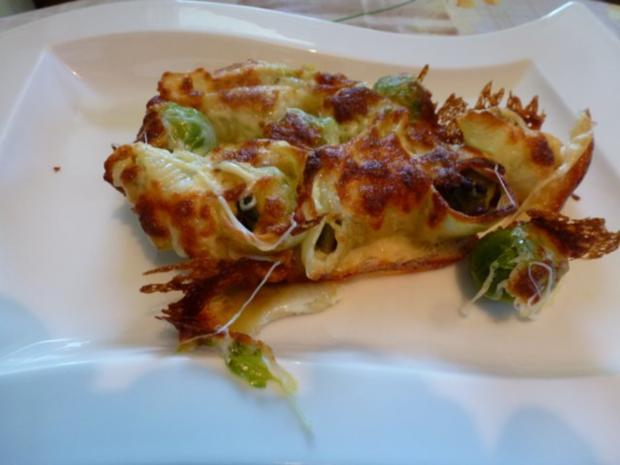 Conchiglioni gefüllt mit würzigem Rosenkohl und mit Käse überbacken - Rezept - Bild Nr. 3