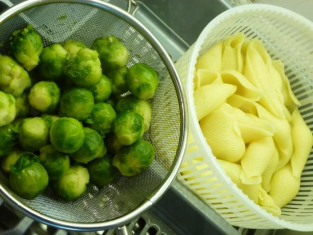 Conchiglioni gefüllt mit würzigem Rosenkohl und mit Käse überbacken - Rezept - Bild Nr. 5
