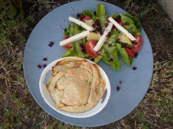 'Chicken Pie' mit buntem Salat - Rezept