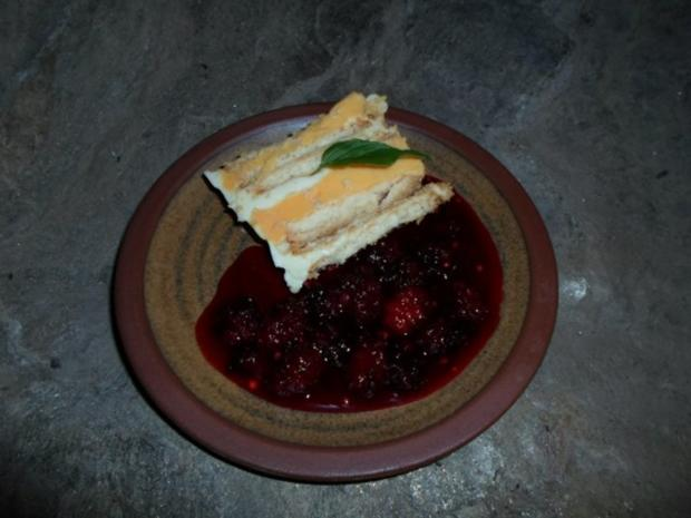 'Yskaskoek' – Vanille-Zitronen-Keks-Torte mit heißen Maulbeeren - Rezept