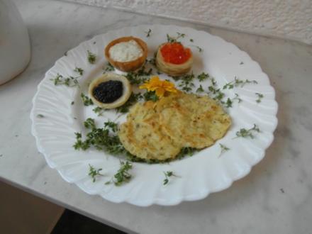 Dialog vom Kaviar auf Kartoffelplätzchen - Rezept