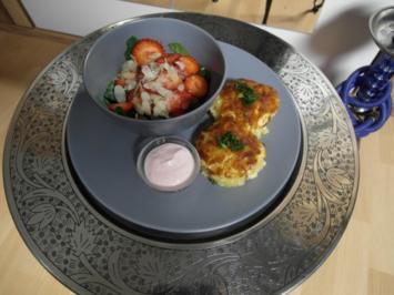 Erdbeersalat mit Spinat und Mandeln und Kartoffelkuchen - Rezept