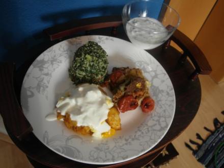 Ägäischer Hackbraten, Joghurt mit Gurke, Kartoffeln mit Ei und Joghurt, Petersiliensalat - Rezept