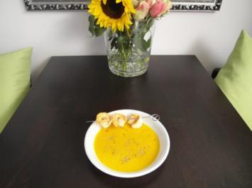 Kürbis-Orangen-Kokossuppe mit Garnelenspieß - Rezept