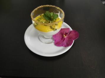 Mango-Quark auf Keks mit frischer Minze und Pistazie - Rezept