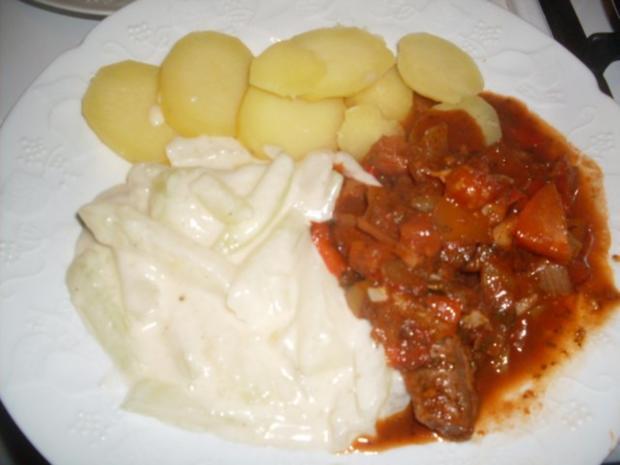 Lammfilets in einer Paprika-Tomaten-Kräuter-Sauce ...... - Rezept