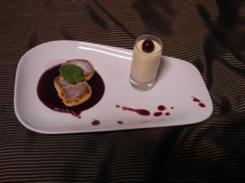 Hausgemachte Quarkkeulchen auf Holunderspiegel und Vanille-Eierlikör-Creme - Rezept