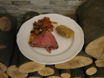 Rinderfilet im Puttanesca Mantel, Frittierte Pancetta Kartoffeln, Türkisches Gemüse - Rezept