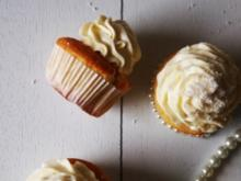White Cupcakes with Cream Cheese Frosting - Rezept