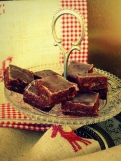 Weihnachtsplätzchen: Gefüllte Marzipan-Schokoladenbrötchen mit Rumglasur - Rezept