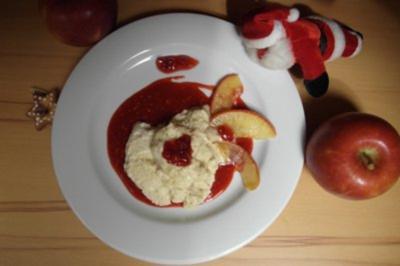 Bratapfelmousse mit Apfelspalten und Preiselbeeren - Rezept