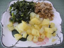 Kartoffelwürfel an Zwiebel-Grünkohl mit Soja-Gyros - Rezept