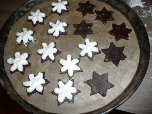 Weihnachtsgebäck : Schoko - Espresso Sterne mit Blüten - Haube. - Rezept - Bild Nr. 5