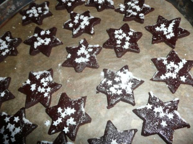 Weihnachtsgebäck : Schoko - Espresso Sterne mit Blüten - Haube. - Rezept - Bild Nr. 9