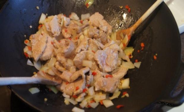 Schweinefilet-Ananas-Wok mit chinesischen Nudeln - Rezept - Bild Nr. 9