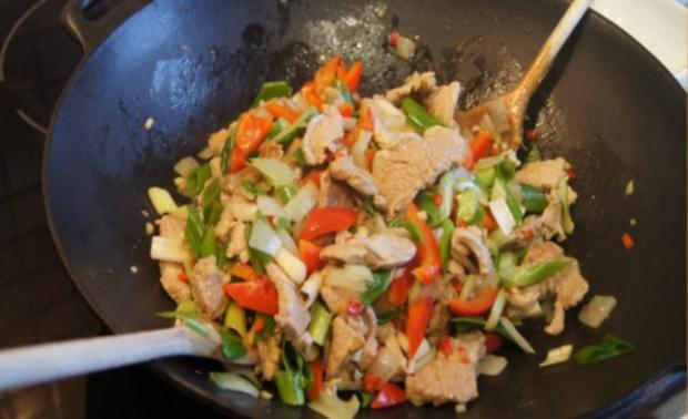 Schweinefilet-Ananas-Wok mit chinesischen Nudeln - Rezept - Bild Nr. 12
