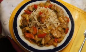 Schweinefilet-Ananas-Wok mit chinesischen Nudeln - Rezept