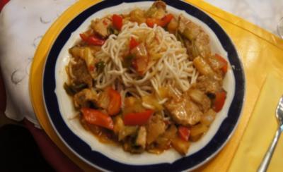 Rezept: Schweinefilet-Ananas-Wok mit chinesischen Nudeln