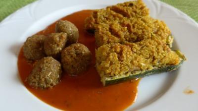 Rezept: Gefüllte Zucchini - Schiffchen an Tomaten - Kürbis - Soße dazu Grünkernbällchen