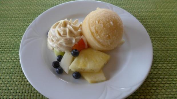 Geeiste Melone an Obst und Quark nach Budwig - Rezept