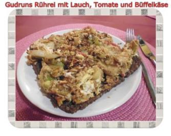 Eier: Rührei mit Lauch, Tomate und Büffelkäse - Rezept