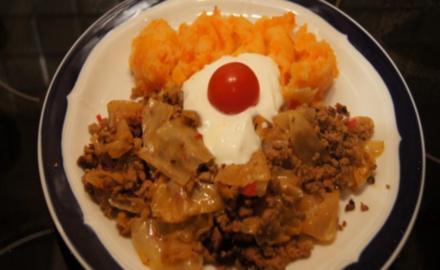 Weißkohl geschmort mit Mett und Möhren-Kartoffelstampf - Rezept
