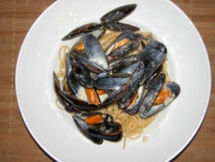 Miesmuscheln in Weißweinsoße zu Spaghetti - Rezept