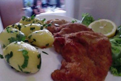 Wiener Schnitzel mit Petersilienerdäpfeln und Feldsalat (Alexander Sholti) - Rezept