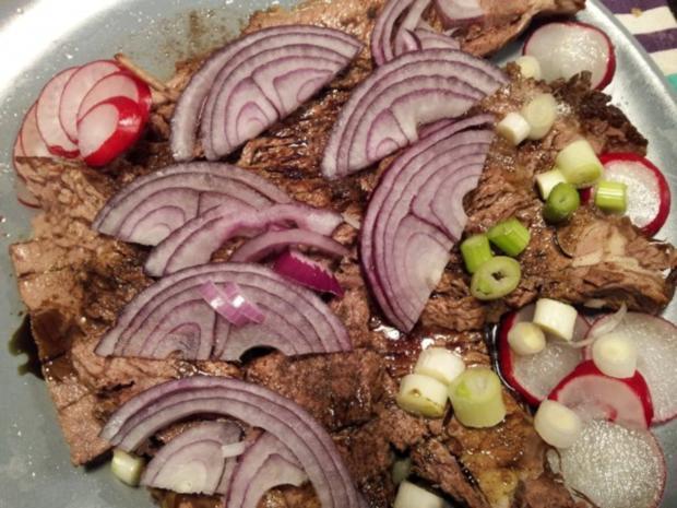 Essigfleisch mit Zwiebel und steirischem Kernöl - Rezept