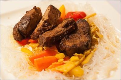 Rezept: Knusprige Ingwerente mit Gemüse aus dem Wok und Glasnudeln, Hauptspeise