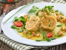 Serviettenknödel mit Feldsalat an Maronenvinaigrette - Rezept