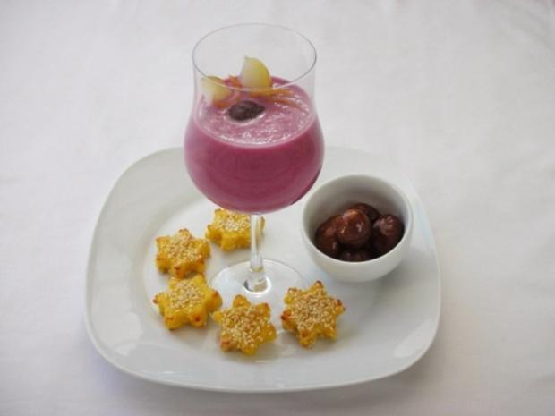 Rotkrautsuppe mit karamellisierten Maronen und Sesam-Sternchen - Rezept - Bild Nr. 2