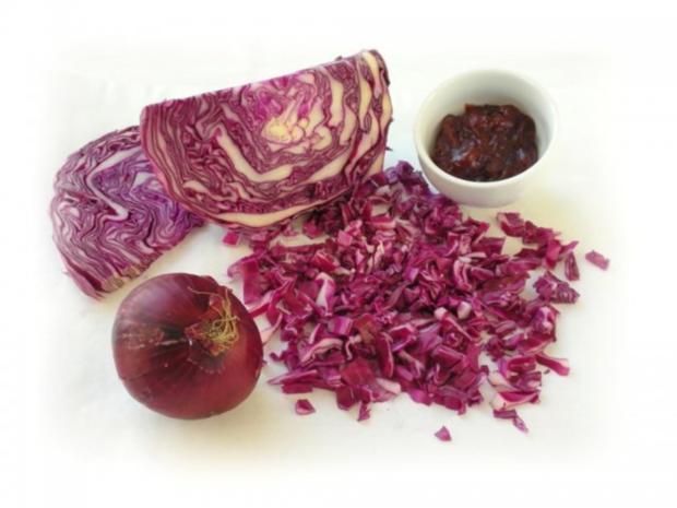 Rotkrautsuppe mit karamellisierten Maronen und Sesam-Sternchen - Rezept - Bild Nr. 4