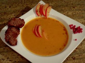 Vorspeise: Karotten-Ingwer-Süppchen mit karamellisierten Apfelspalten - Rezept