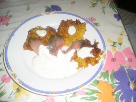 Kartoffel-Karottenpuffer mit Räucherlachs - Rezept