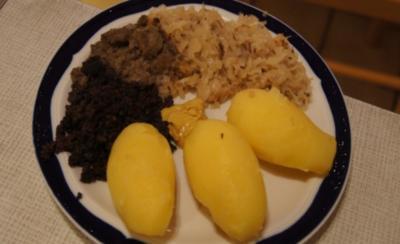 Wellwurst mit Bayrisch-Kraut und Pellkartoffeln - Rezept