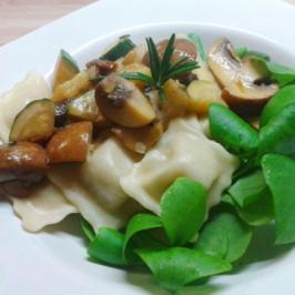 Artischocken-Ravioli und Gemüse in Rosmarinsauce - Rezept
