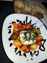 Eingelegter Mozarella an buntem Tomatenbett - Rezept